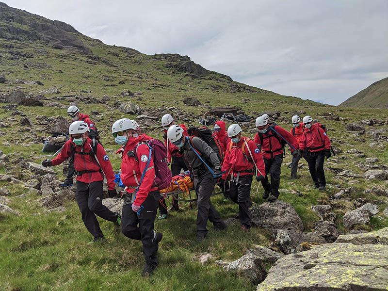 Equipo de rescate montaña más alta