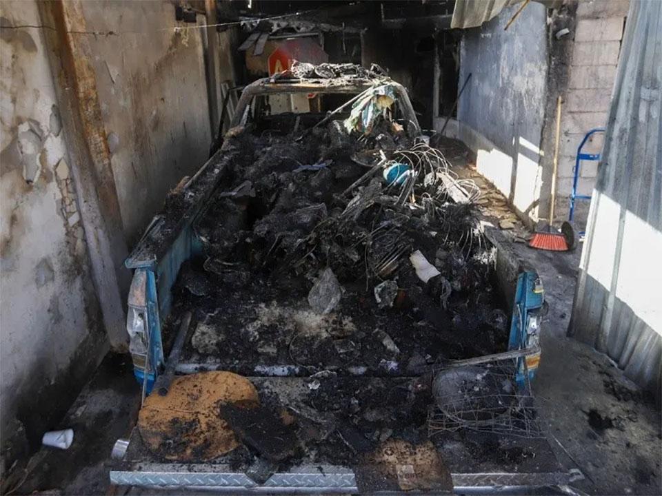Camioneta incinerada