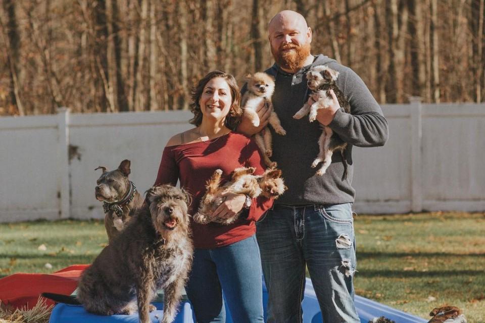 gran familia con 21 perros