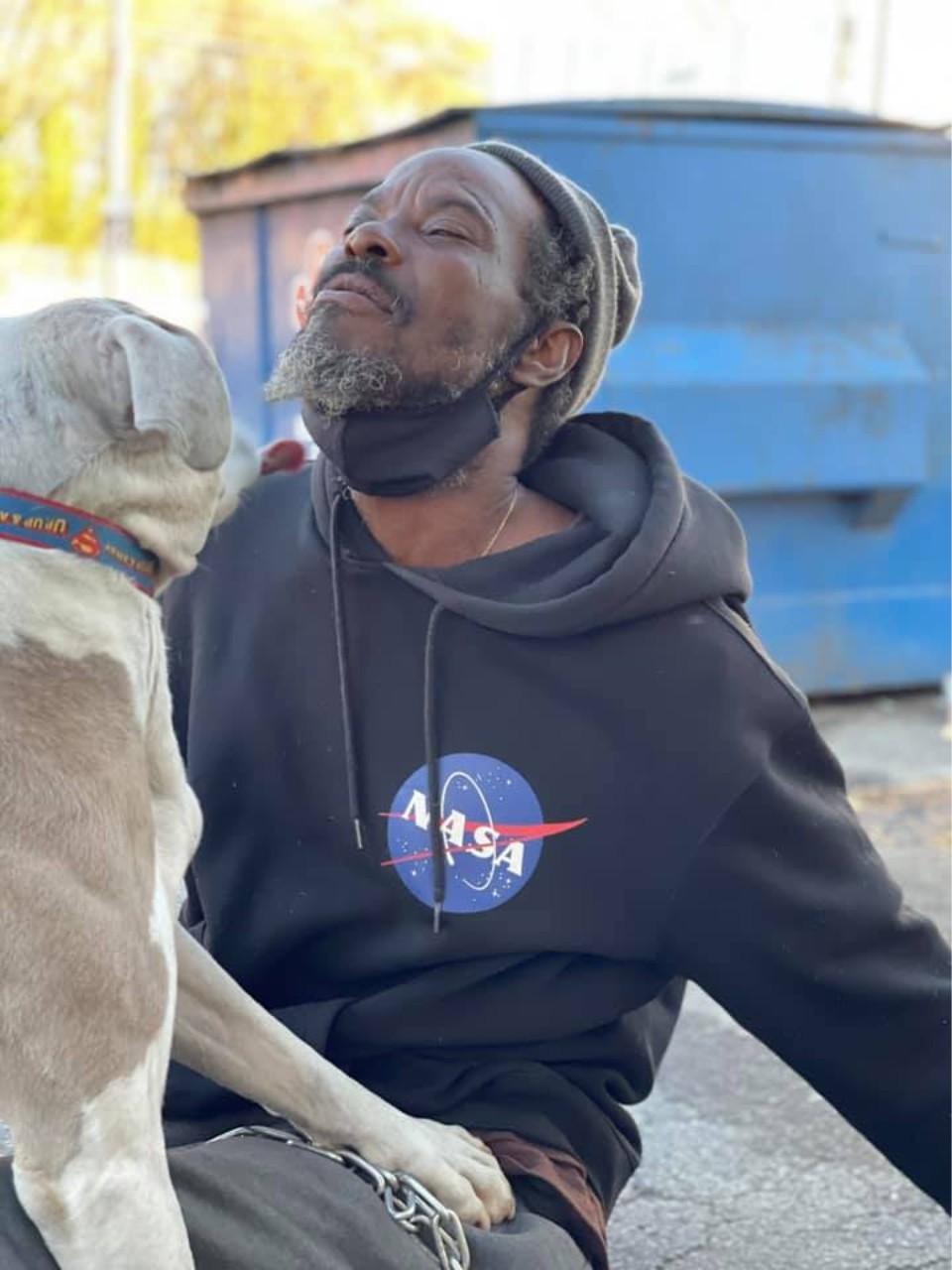 keith walker y su perro bravo