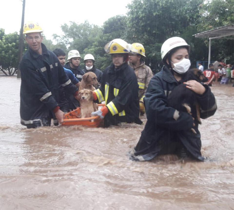 Bomberos en Paraguay