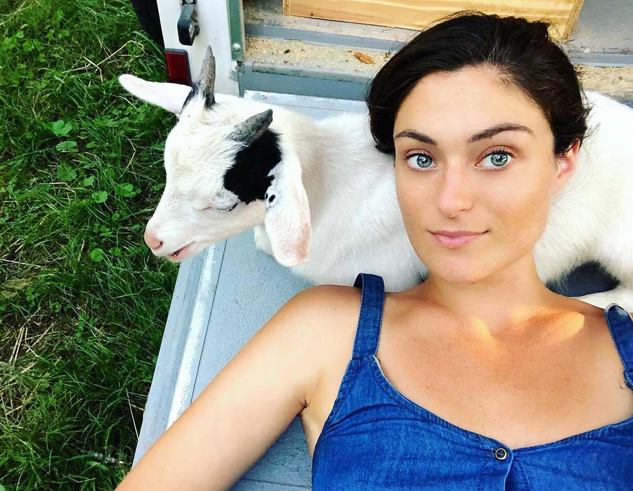 Mujer y sus animales