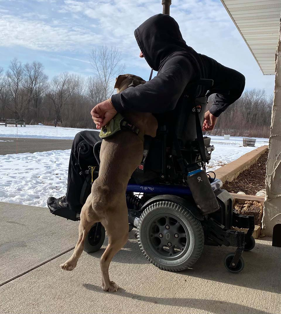 Madre adopta mascotas