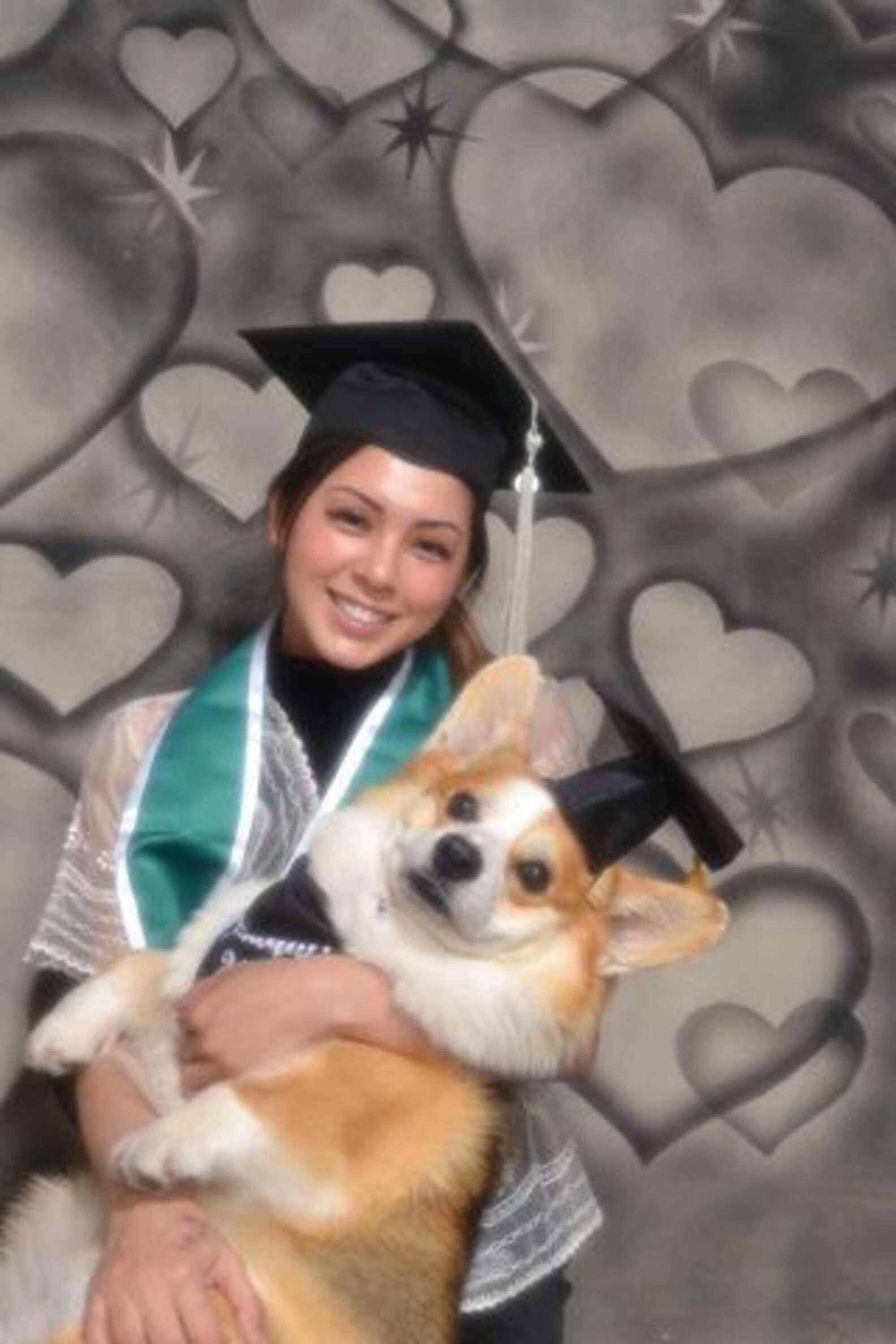Sesión de fotos de graduación con su perro