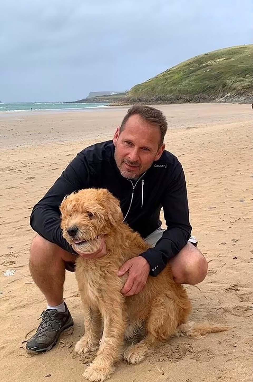 Hombre y su mascota